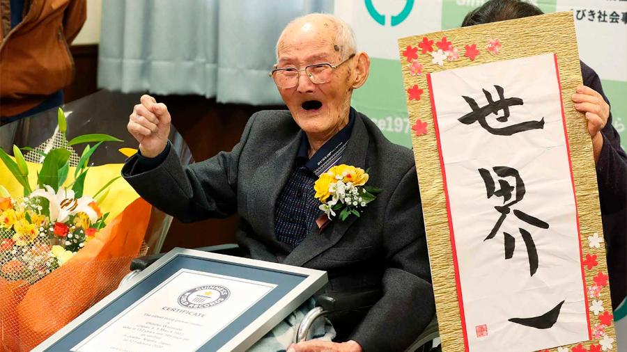 Un japonés de 112 años, reconocido como el hombre más viejo del mundo