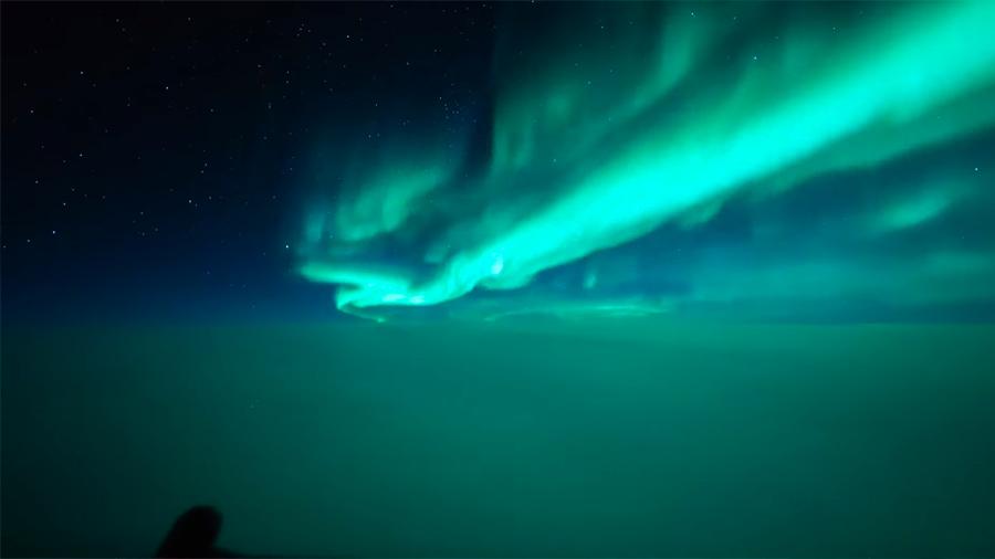 Así se ven las auroras boreales desde un Boeing 777 a 40 mil pies de altura