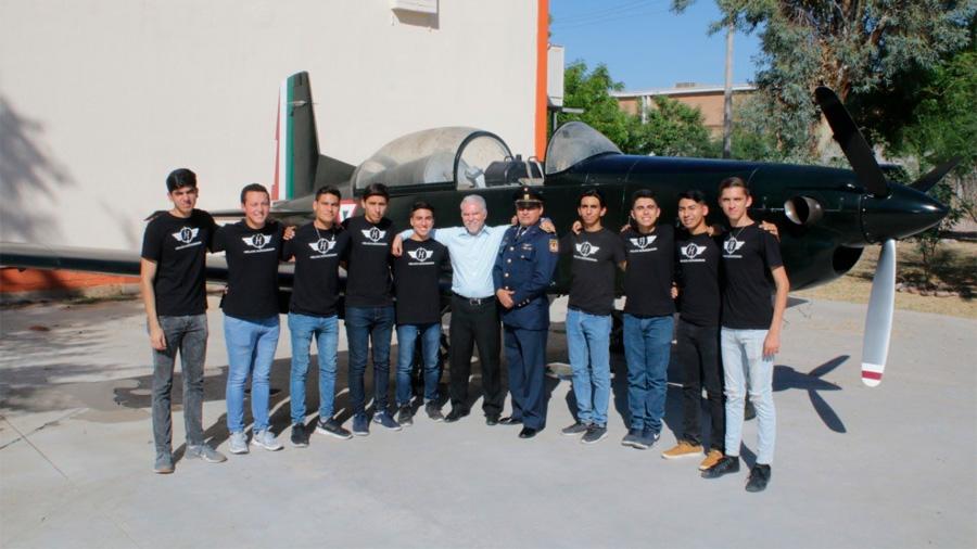 Estudiantes mexicanos crean sistema para reducir cableado en aviones comerciales