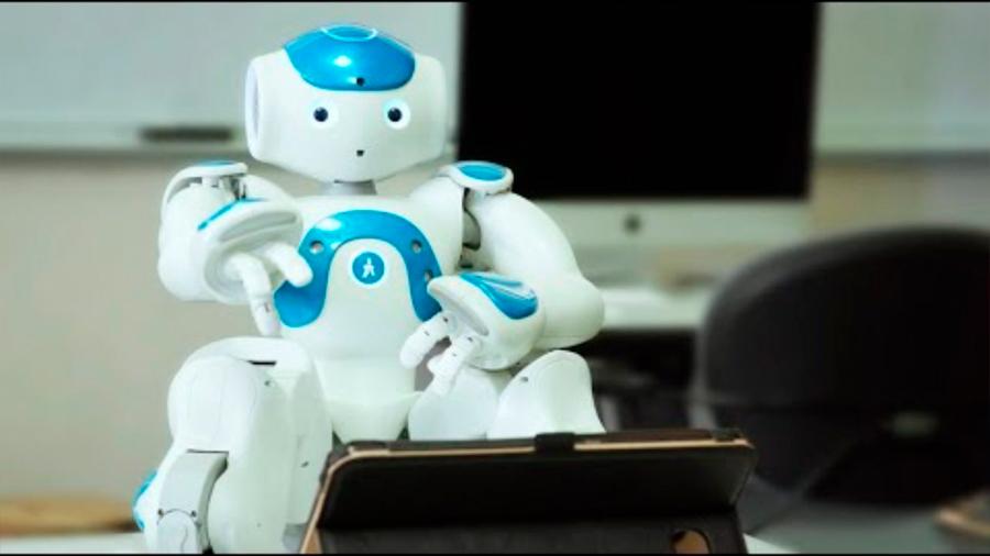 Un robot que 'reconoce sus errores' mejora el ánimo y favorece la interacción entre las personas