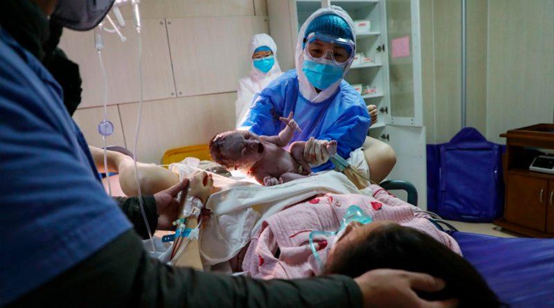 Los primeros estudios descartan que las madres transmitan el coronavirus a sus recién nacidos
