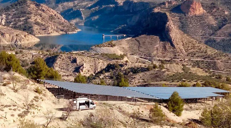 Crean un sistema de riego único en el mundo basado en energía solar