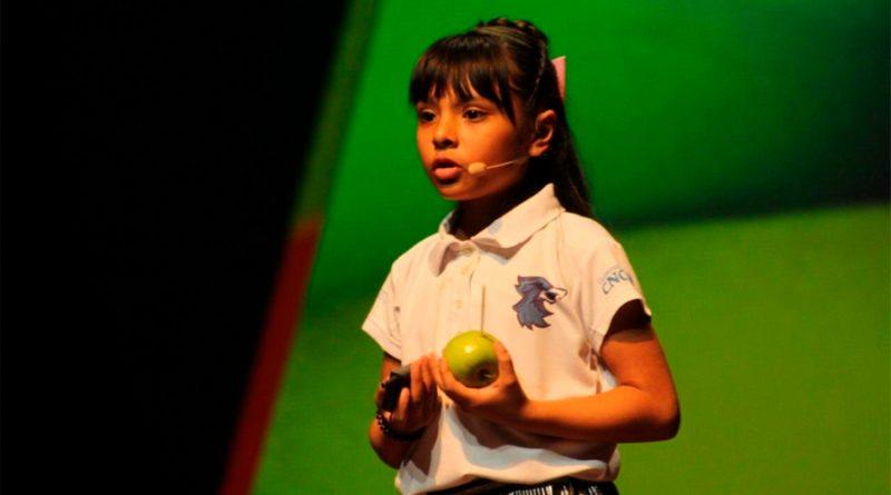 Adhara, la niña mexicana que con su IQ supera a Einstein