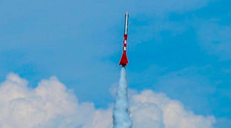 Realizan singular lanzamiento de cohete mexicano