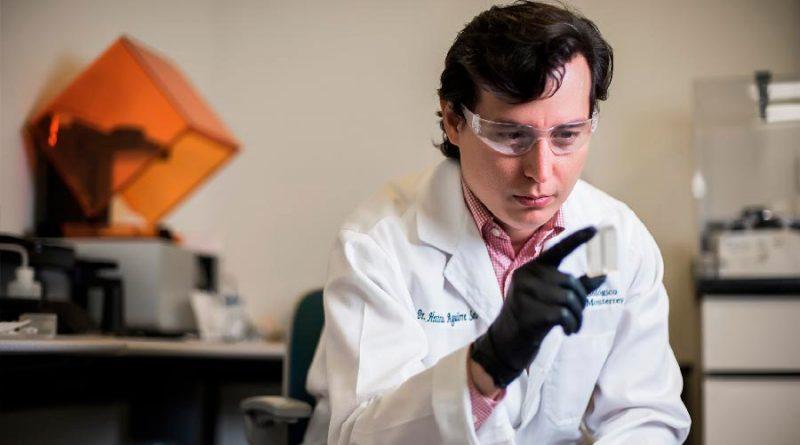 Encomia el MIT a joven innovador mexicano que utiliza la luz solar para que la industria química sea más sostenible