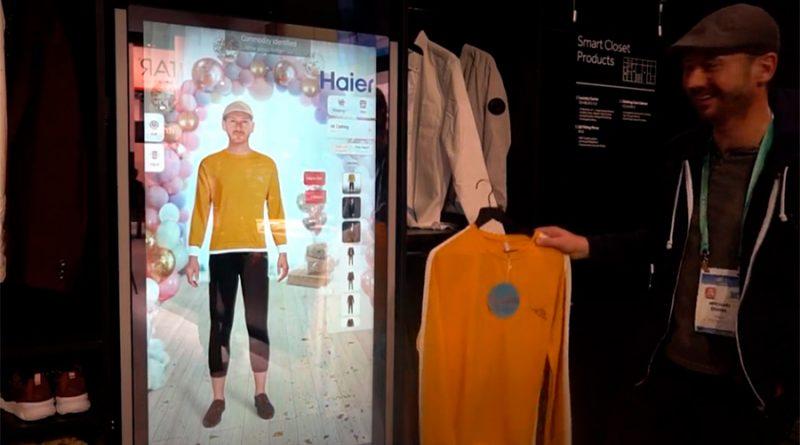 Este espejo inteligente te muestra cómo te quedará cualquier tipo de ropa