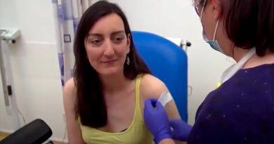 La primera voluntaria de Reino Unido en inyectarse con la vacuna del coronavirus se halla en perfecto estado