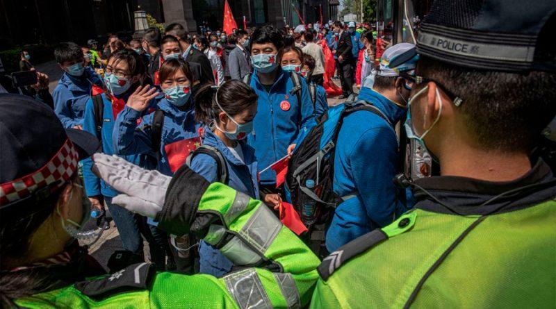 Wuhan despide como héroes a médicos que atendieron la pandemia
