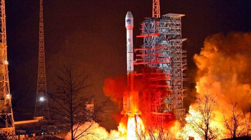 China prueba con éxito paracaídas de retorno para restos de cohetes