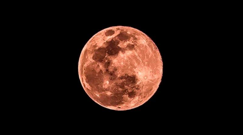 ¿Superluna rosa? Mira las impresionantes fotografías que dejó este evento astronómico