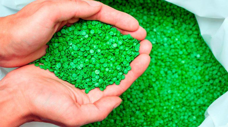 La joven mexicana que creó un bioplástico de alfalfa para hacer desechables