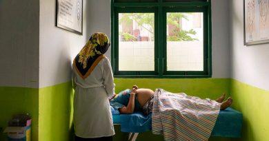La OMS recomienda a las madres con Covid-19 dar la lactancia pero usando mascarilla