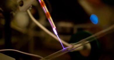 Prototipo de emisor de plasma frío destruye virus y bacterias en cualquier superficie en segundos