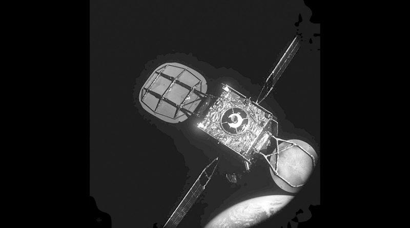 Una grúa espacial recupera un satélite a 36 mil kilómetros de altura