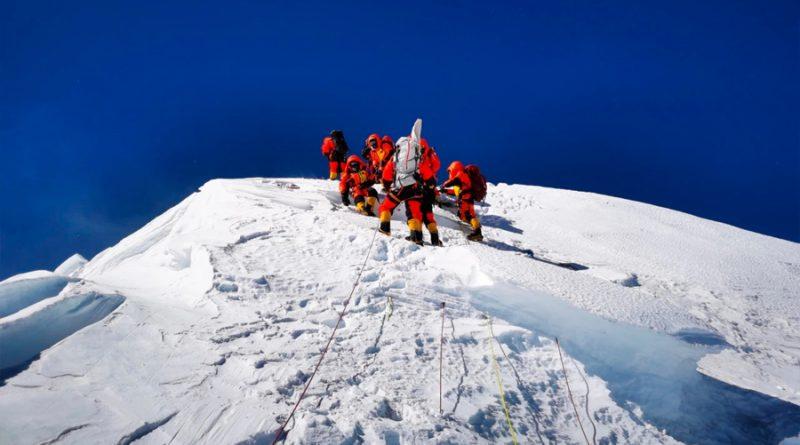 China instala una antena en el Everest para medir su altitud exacta