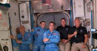 Astronautas de misión de SpaceX abordan Estación Espacial Internacional