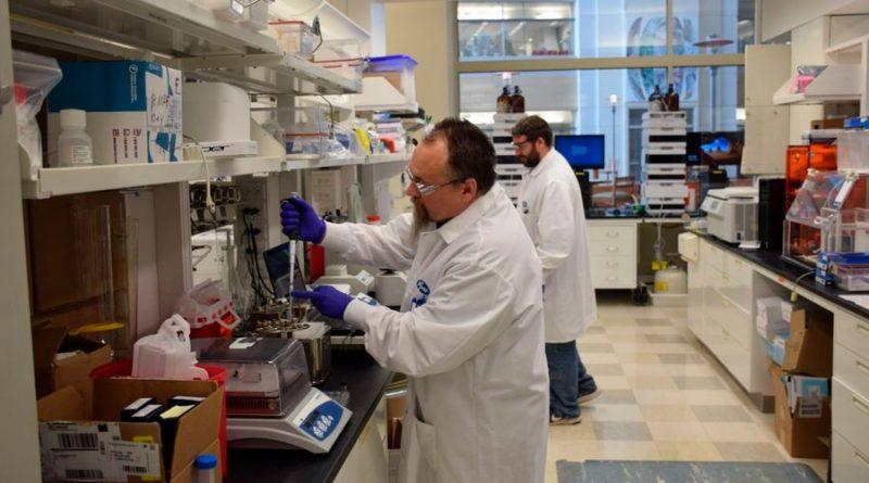 La vacuna que utiliza al mensajero del virus ya inició pruebas en humanos