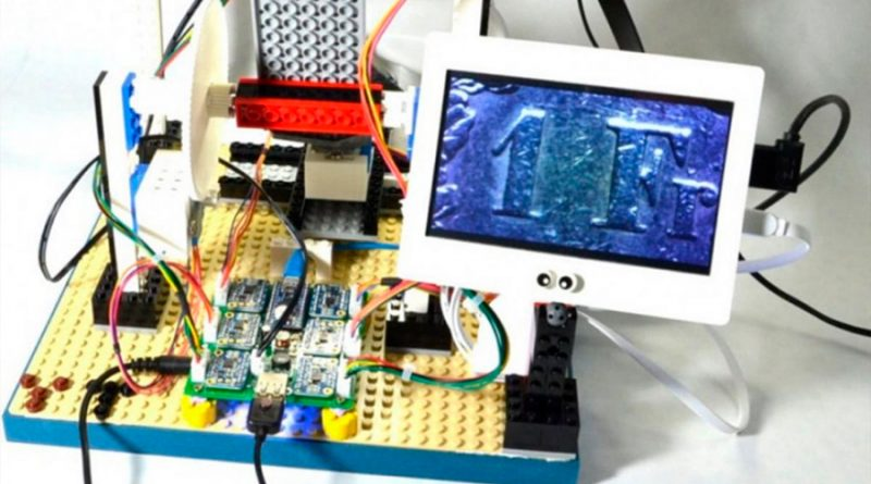 Un ingeniero ha logrado construir un microscopio con piezas de LEGO y una Raspberry Pi