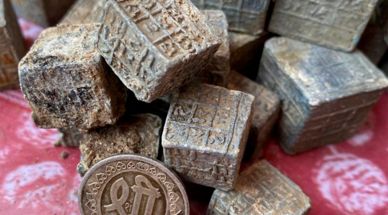 Encuentra 60 bloques de plomo con extrañas inscripciones en el fondo de un río, y nadie sabe lo que son