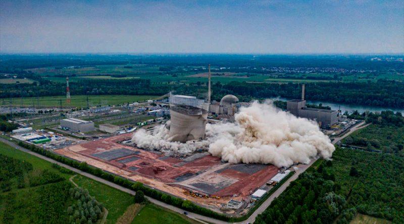 Espectacular demolición de la central nuclear alemana de Philippsburg