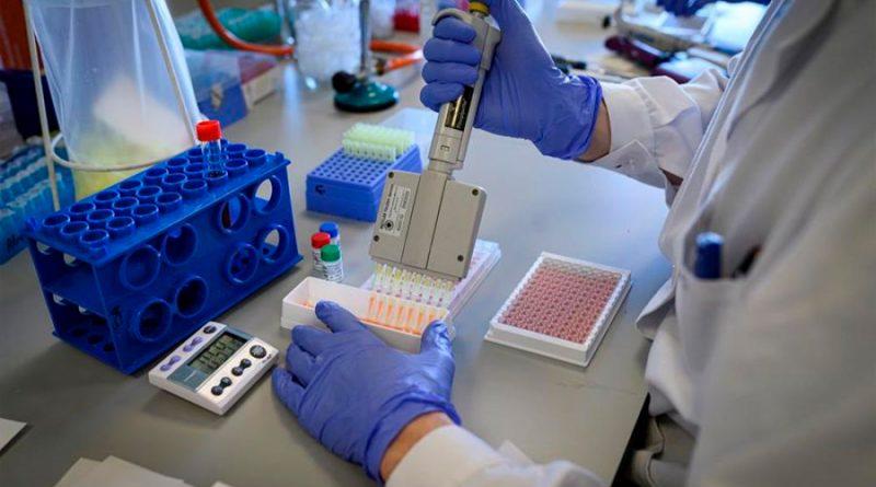 Detectan por primera vez COVID-19 en la leche materna de una mujer contagiada