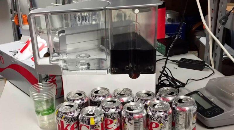 Este filtro es tan potente que convierte la refresco de cola en agua pura