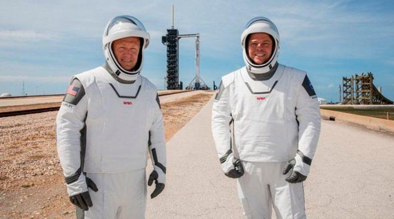Cómo son los nuevos trajes inspirados en superhéroes que utilizan los astronautas de la nave Crew Dragon