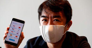 Cómo es la máscara facial inteligente que se conecta a Internet y traduce en 9 idiomas