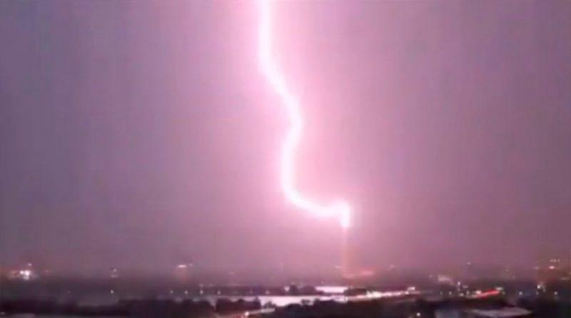 El espectacular vídeo del rayo que cegó durante unos segundos a la ciudad de Washington