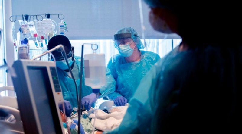 Realizan doble trasplante de pulmón a una veinteañera enferma grave de Covid-19