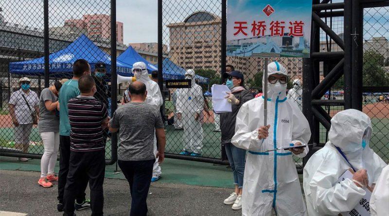 """""""Preocupante"""" brote de covid-19 en un mercado de Pekín pone a la capital china """"en estado de guerra"""""""