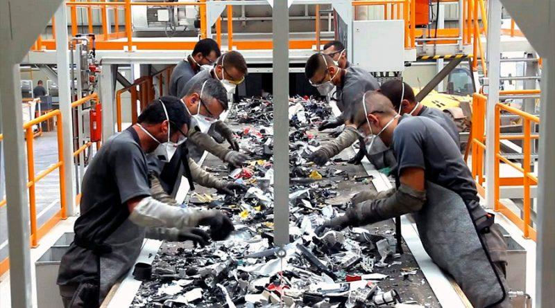 Desmantelar residuos electrónicos expone a productos peligrosos para la salud