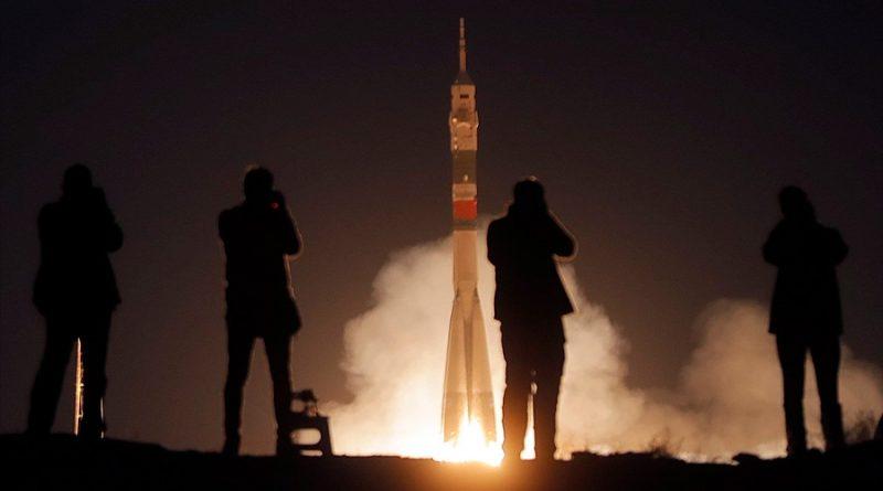 Rusia planea caminata espacial de un turista en 2023