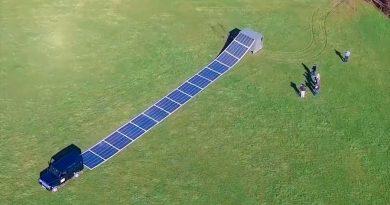Esta central solar enrollable se despliega en 2 minutos y genera electricidad para un hospital de 120 camas