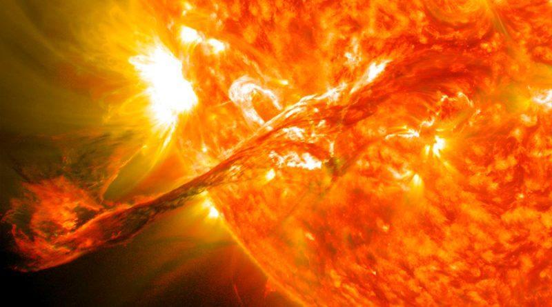 Un nuevo modelo físico predice grandes erupciones solares inminentes