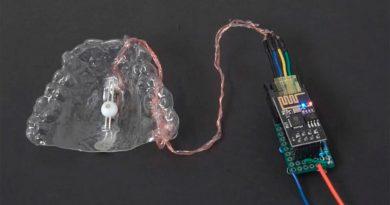 Un dispositivo que permite controlar el ordenador con la lengua