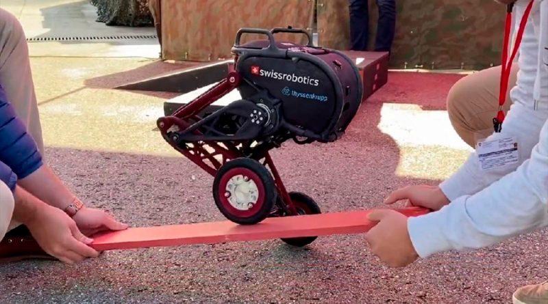 Ascento, el robot creado por estudiantes que aguanta empujones y nunca se cae