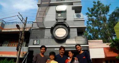 Hombre obsesionado con la fotografía vive en casa con forma de cámara junto a sus hijos Nikon, Epson y Canon