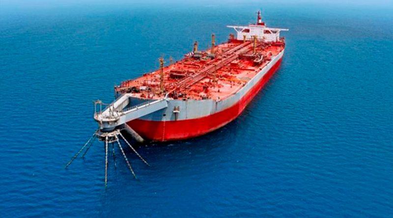 """Buque fantasma cargado de petróleo que amenaza como una """"bomba de tiempo"""" el mar Rojo"""