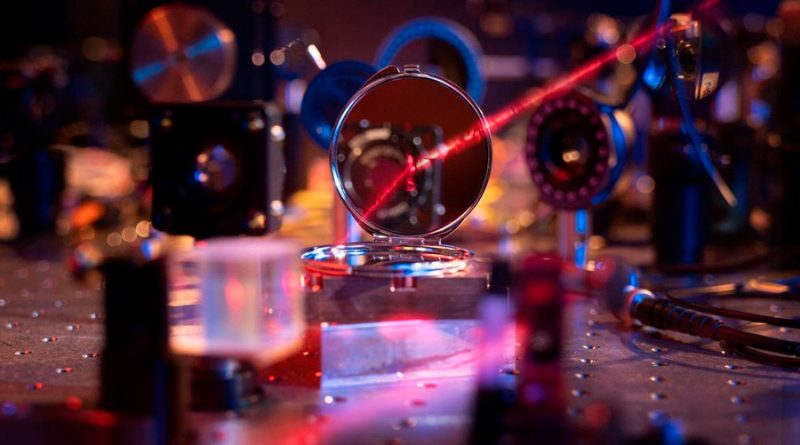 El espejo óptico más ligero imaginable: mil veces más fino que un pelo