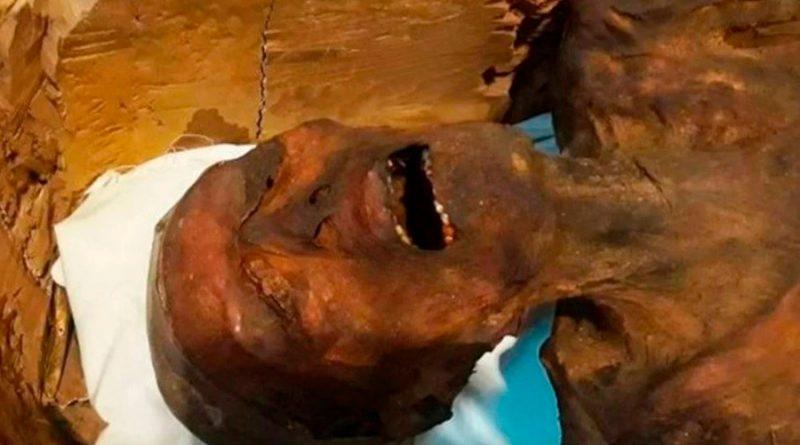 """Descubren el enigma milenario de """"la momia que grita"""" de Egipto: cómo murió y su inquietante expresión"""