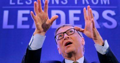 Bill Gates predice cuándo acabará la pandemia y habla de su inexistente vacuna con microchips