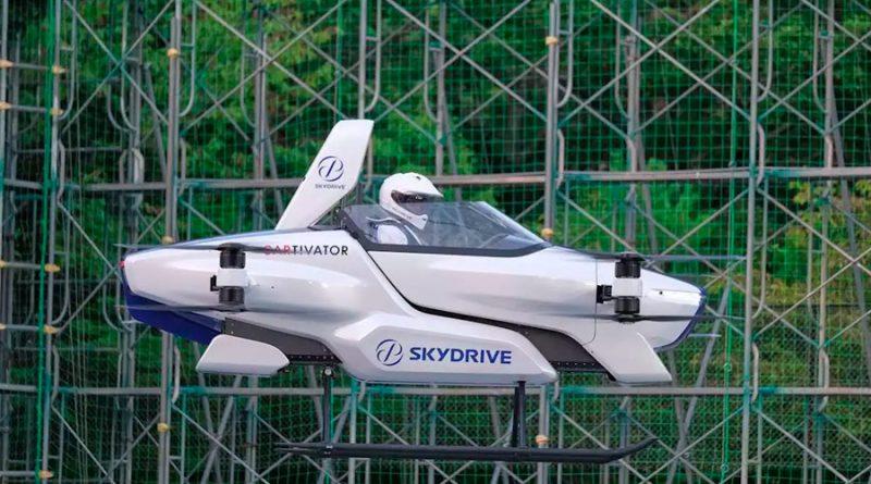 """Piloto conduce por vez primera el llamado """"auto volador"""""""