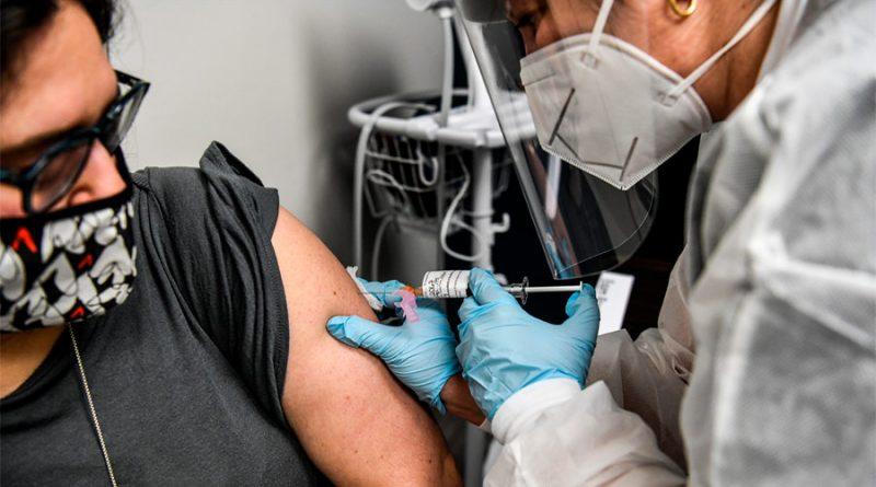 Mexicanos se ofrecen de voluntarios para probar vacuna rusa contra el Covid-19