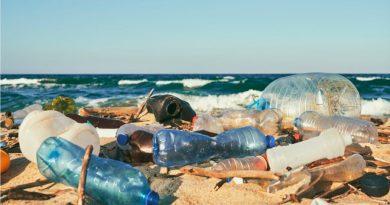Desarrollan una enzima que descompone el plástico en tiempo récord