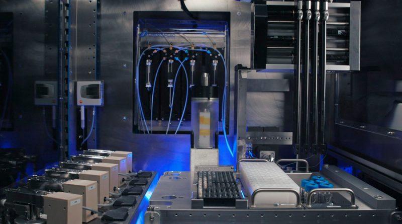 RoboRXN, el robot que prueba reacciones químicas a distancia