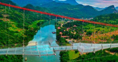 Este es el puente de cristal más largo del mundo, y una vez más se ha construido en China