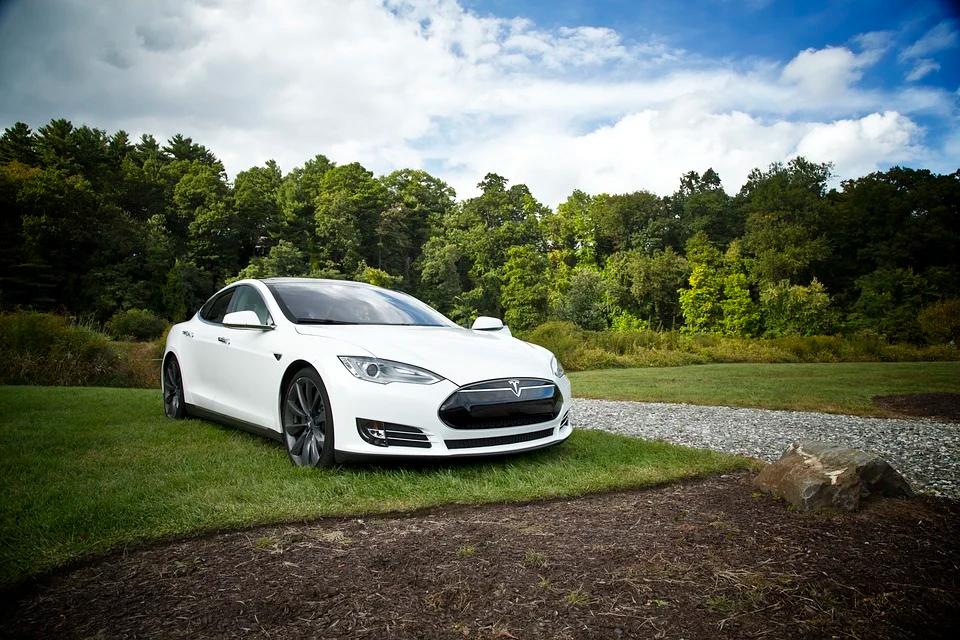 ¿Cómo funciona el modelo de negocio de Tesla?