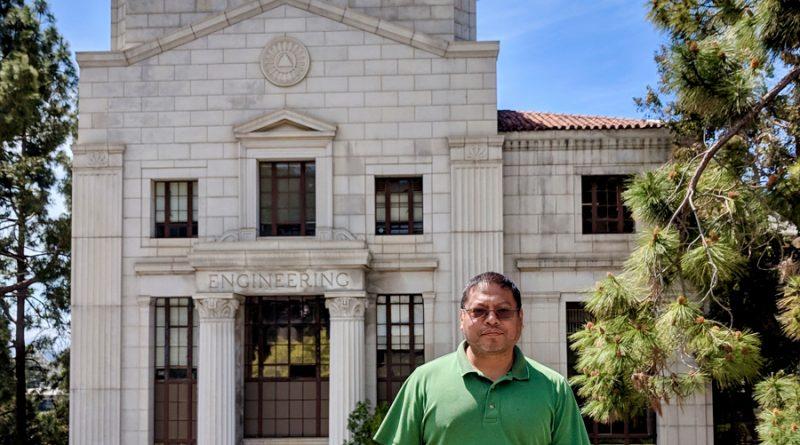 Es mexicano, egresado del INAOE y ahora se desarrolla en Silicon Valley