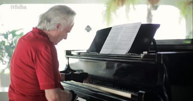 Un reputado pianista pudo volver a tocar gracias a unos guantes biónicos